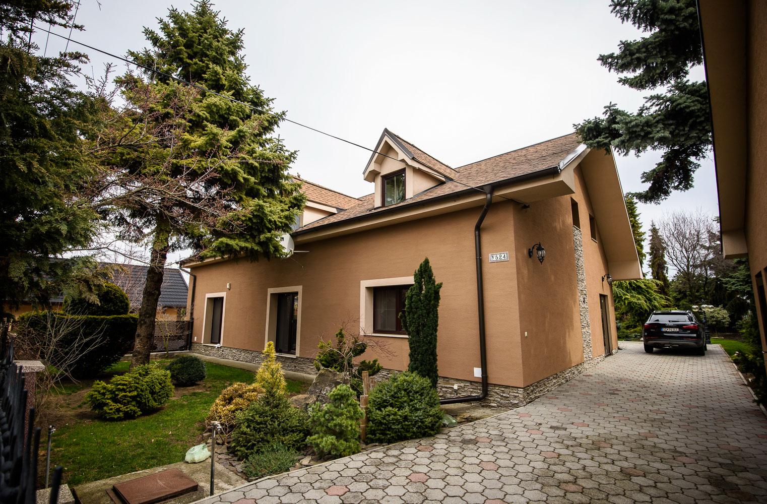 Dom , 6 - izbový , 301 m2 , Most pri Bratislave - Studené