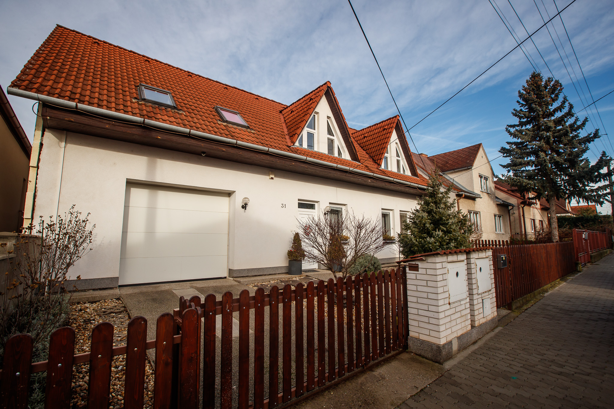 Dom - 7 izbový, 280 m2 - Bratislava IV, Devínska Nová Ves, Mečíkova
